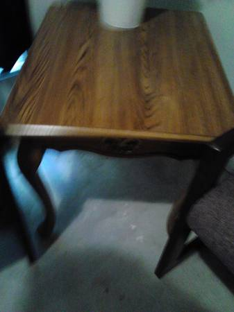 Queen Anne Style End Table - $25 (Denham Springs)