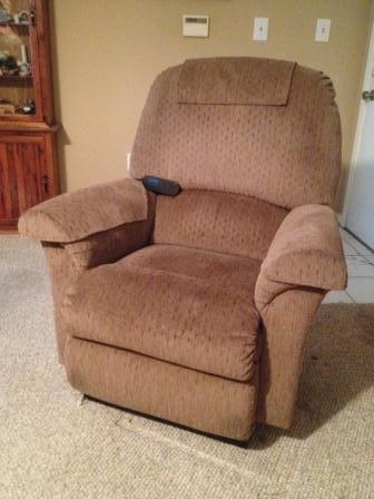 $450, La-Z-Boy Luxury Lift Power Recliner LIKE NEW