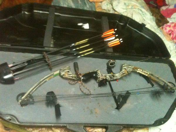 High country compound Bow set - $250 (Denham Springs)
