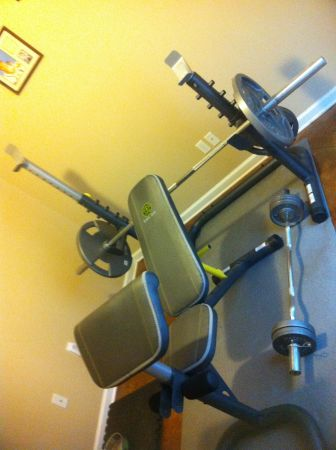 VTX Olympic Weight Set with Golds Gym Bench - $290 (Gonzales)