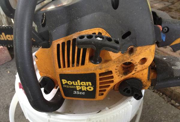 16 Poulan Pro 35cc Chainsaw - leaks - $40 (greenwell springs)