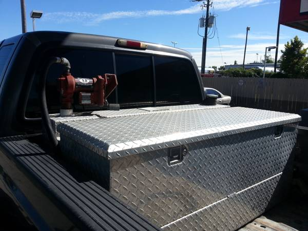 100 gallon fuel tank with toolbox and pump  - $600 (hammond)