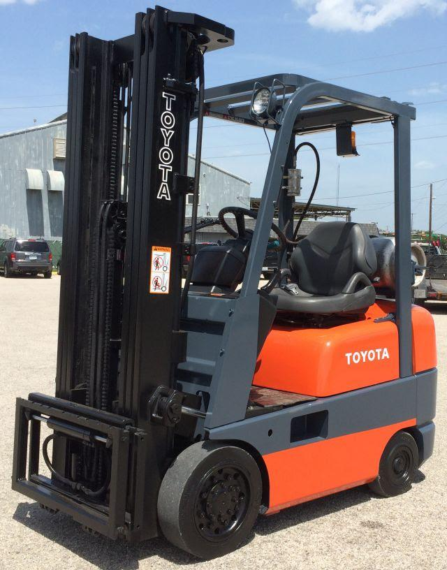 12 950  2002 Toyota 4 000 Lb  Warehouse Forklift  Propane Fueled - Like New