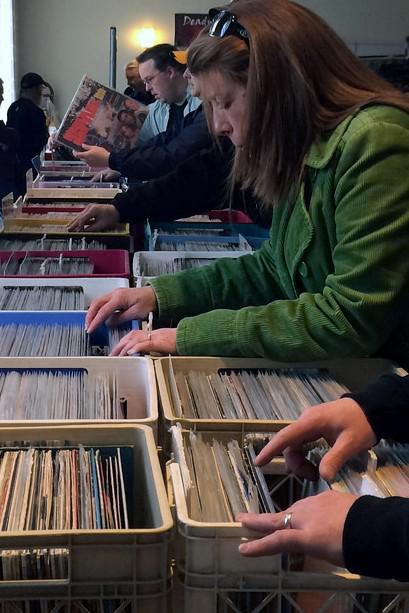 DEALER TABLES ON SALE FOR Deadwax Record Collectors Show Houston  TX  Sept  26