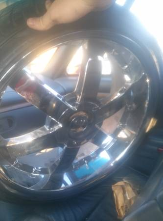 5 lug universal 22 inch rims and tires ready to ride - $600 (Donaldsonville )