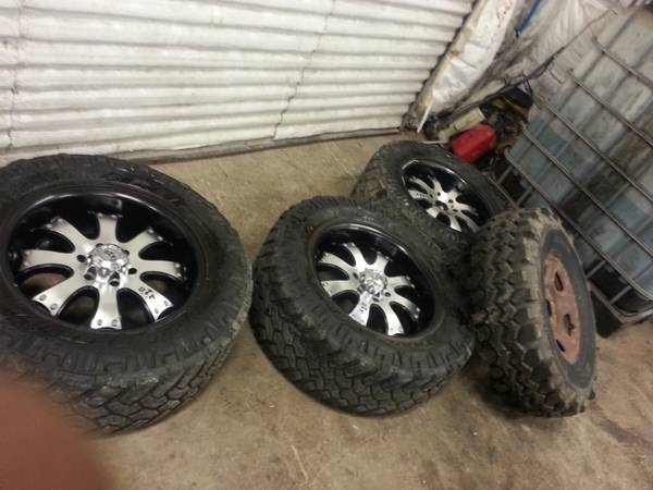 3 20in 6lug mud rims and tires 1 spare mud tire and rim - $400 (gonzalas)