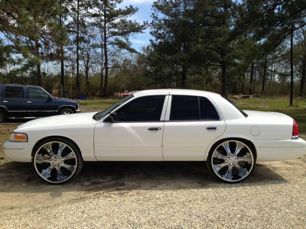 98 Crown Vic on 26s - $6500 (Albany,LA)