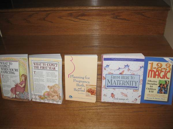 5 Popular Pregnancy Books -What to Expect when Expecting -   x0024 15  Central