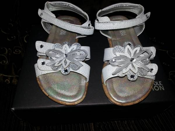 Kenneth Cole reaction toddler size 8 silver white sandals - $10 (port Vincent)