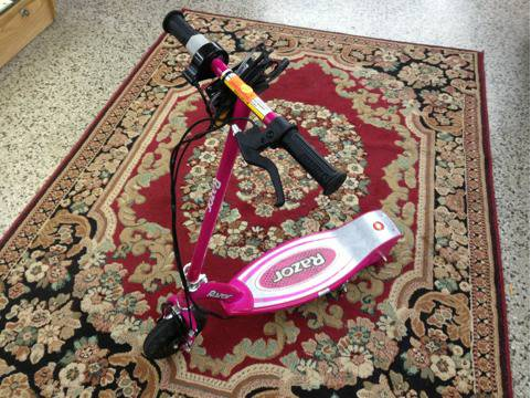 Pink Razor E 100 electric scooter - $80 (Baton Rouge)