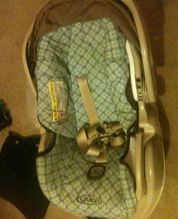 a Graco Baby Carseat  0-2 years old   -   x0024 35  lsu