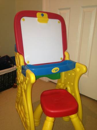 Brand new crayola desk and easel with chair - $40 (Baton Rouge)