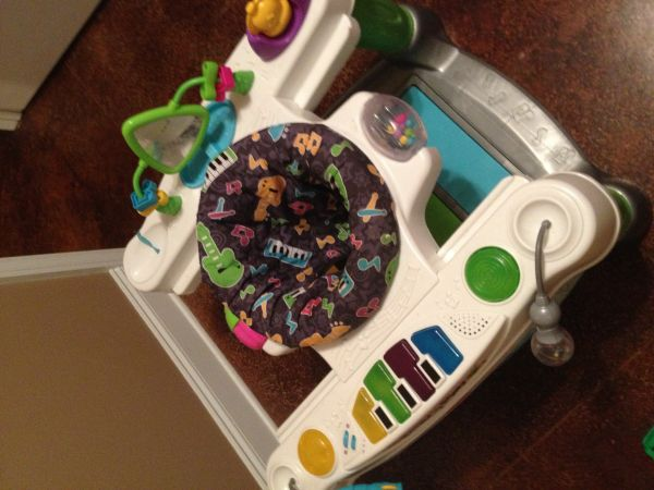 Fisher Price exersaucer Superstar Step n Play piano  (Hammond, la)