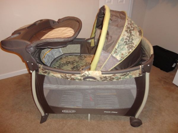 Graco pack-n-play LIKE BRAND NEW - $50 (Walker, LA)