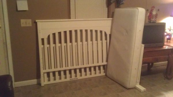 GRACO LAUREN 3 WAY CONVERTIBLE CRIB MATTRESS INCLUDED - $45 (PORT ALLEN)