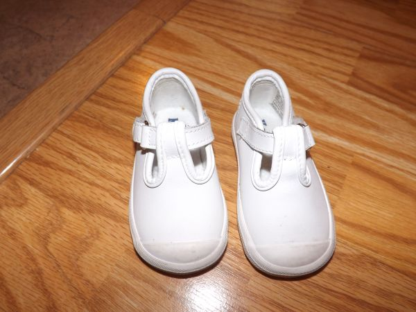 infant girl shoes size 3 - $15 (centralwatsondenham)