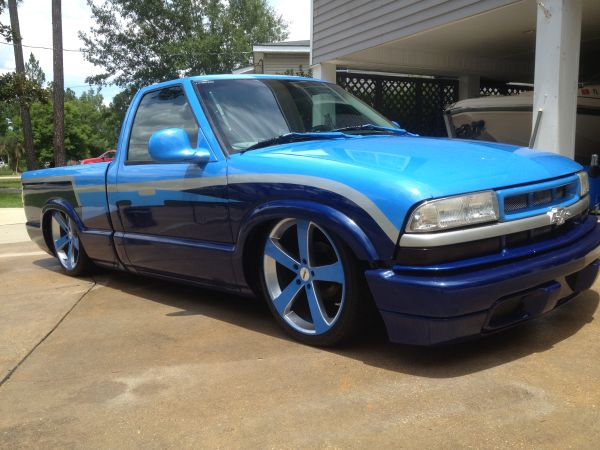Bagged 1998 Chevy S10 (CLEAN AND CUSTOM)) - $8000 (Picayune, MS)