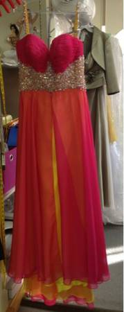 Great Dress for Mardi Gras or Prom Jewelry Included - $1 (Baton Rouge)