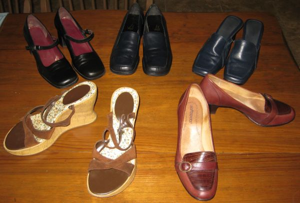 Ladies Shoes - 23 pr - $65 (Central)