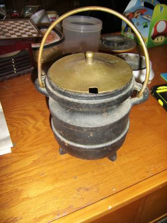 Antique Cast Iron FireplaceWood Burning Stove Fire Starter Cauldron - $30 (Baton Rouge)
