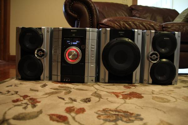 Sony MHC-GX450 3-Disc CD Shelf System With Subwoofer - $100 (Baton Rouge)