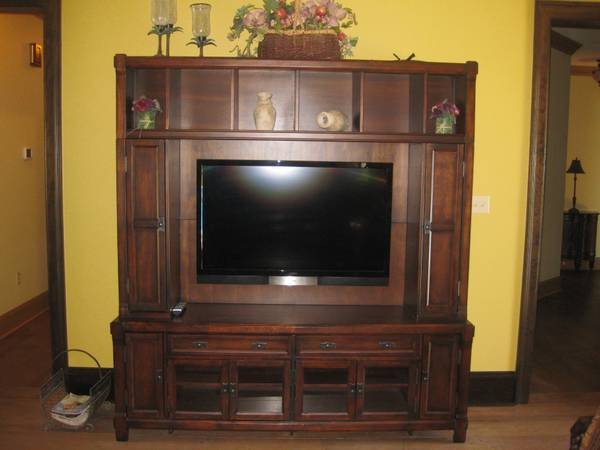 47 Vizio 1080 HD TV, wall mount, Entertainment Center - $1500