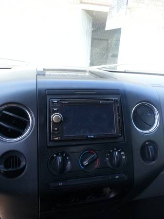 Touch screen radio with and speakers - $450 (Holden, La)