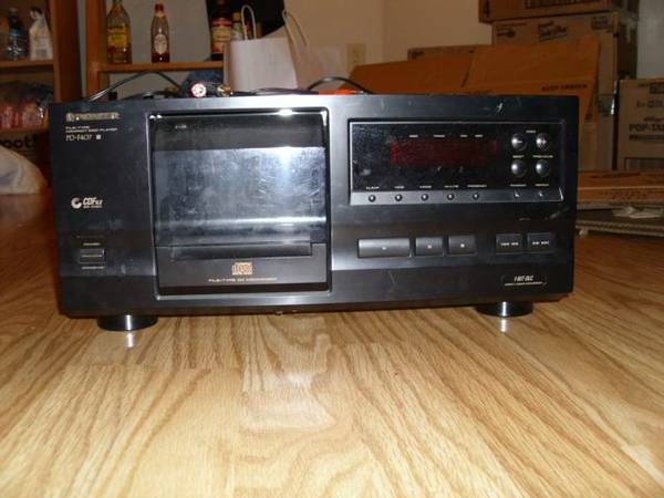 Pioneer 25 disc component cd player - $20 (Near LSU Northgate)