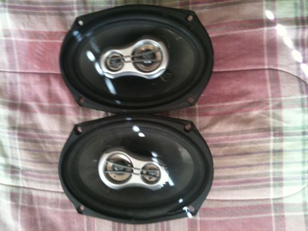 2 6x9 pioneer speakers  - $40 (Baton Rouge )