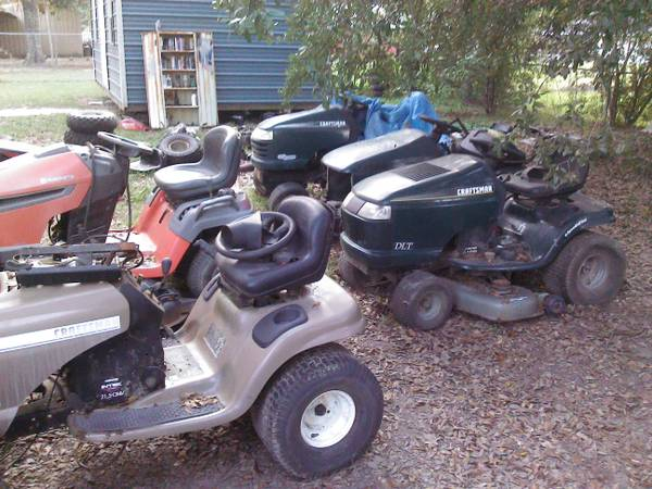 Craftsman riding lawn mower for part - $1 (HAMMOND LA.)