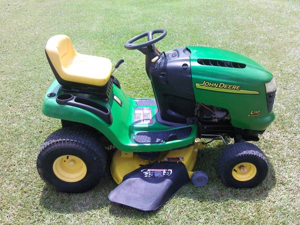 John Deere riding lawn mower - $800 (HAMMOND LA.)
