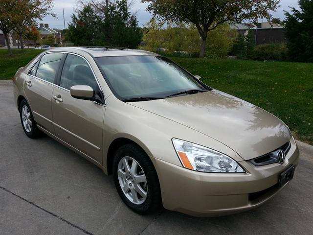 2 200  2005 Honda Accord EX V6 ONE Owner LOW Miles
