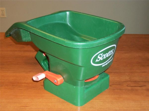 Scotts Handy Green II Hand Held SeedFertilizer Broadcast Spreader - $6 (D.S.)