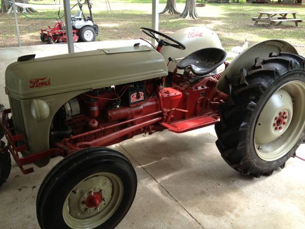 9733 Antique 1950 Ford 8n Tractor - $4000 (Baton Rouge)
