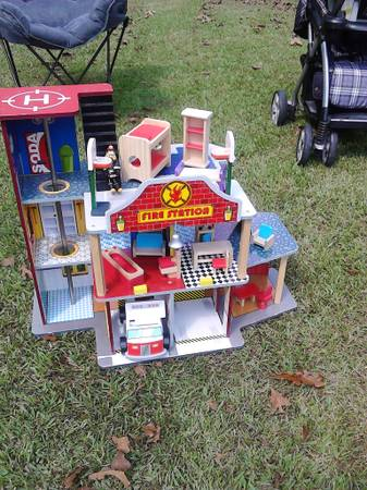 garage sell now....come buy the whole lot (springfield)