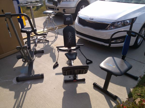 items in garage must go, SALE  (gonzales, la )