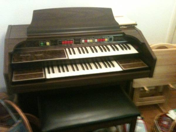 Thomas Playmate Electric Organ with Bench (70815)