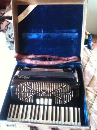 Sonola Rivoli master accordion - $750 (Baton Rouge )