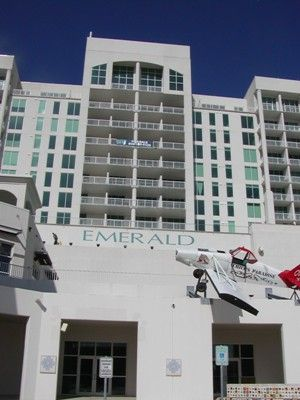 $1800 2br - Lavish Condo at The Emerald-By UTMB-Monthly Rental (eastend of Galveston)