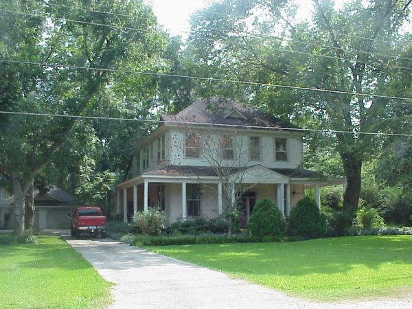 $200  4br - 3800ftsup2 - 1901 build Victorian home wland  (Sour Lake)