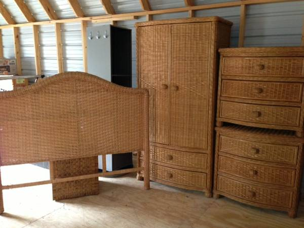 Queen Pier One Wicker Bedroom Set - $400 (Colmesneil)