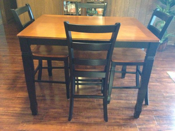 Dining Table and beautiful Pier 1 chair - $1 (Vidor)