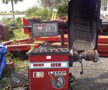 Coats 1250 Wheel Balancer with Laser Guided Operation - $4000  - $4000 (Bryan,Tx 77803)