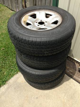 Set of 4, 16 rims tires for Ford truck 5 hole - $160 (Port Neches)
