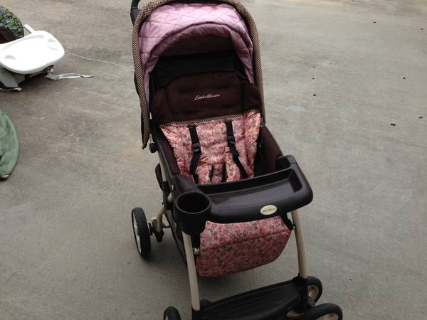 Baby Crib Changing Table. Stroller, Swing. Lots OF Stuff (Vidor TX )