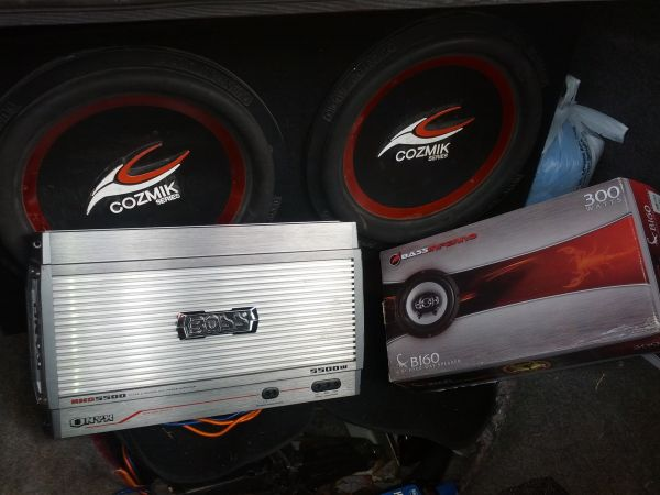 Speaker box, 2-15 Subs, 2-6.5 Speakers 1-5500w Amp for sale - $550 (Nederland)