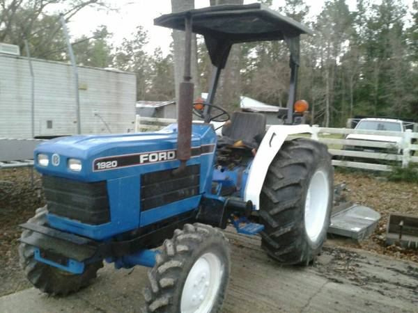 2000 ford 4x4 tractor (Buna)