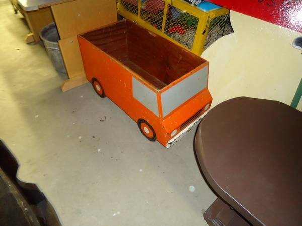 Vintage Truck Toy Box -   x0024 35  Groves  TX