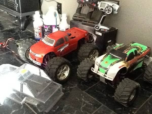 Two Traxxas t-maxx 4wd -   x0024 400  beaumont