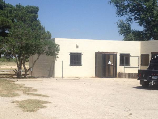 -  1100   1000ft sup2  - Office Space or Retail Available  Midland  Texas